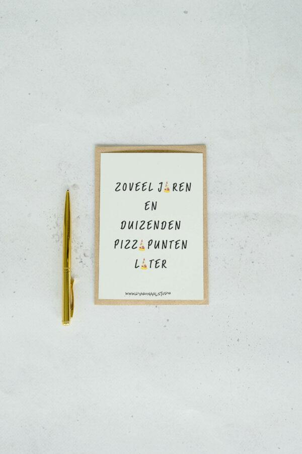 achterzijde verjaardagskaart op gerecycleerd papier met opschrift