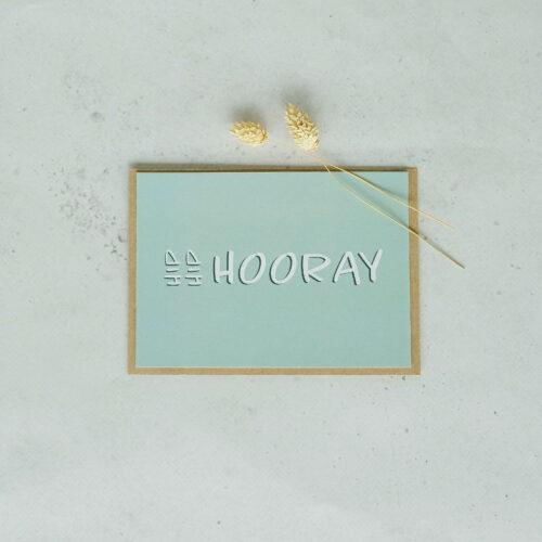 verjaardagskaart op gerecycleerd papier met opschrift
